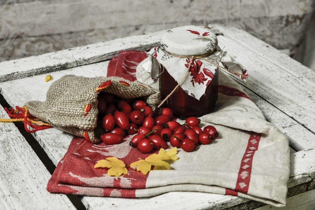 Hagebuttenmarmelade selbst gepflückt und eingekocht